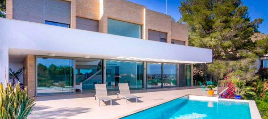 Buying property in Jávea to enjoy the Mediterranean coastline